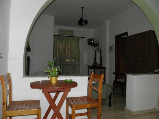 Mirsini Pension: Our studio apartment!