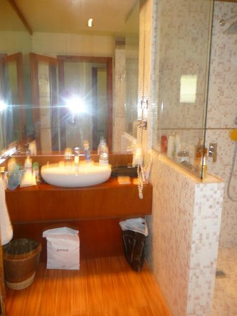 Salle de bain photo de lookea royal baobab la somone for Salle de bain royan