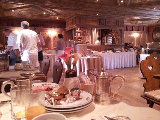 Chateau de L'ile: Salle de dejeuner (trés belle)