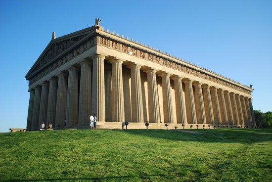 The Parthenon : veduta completa