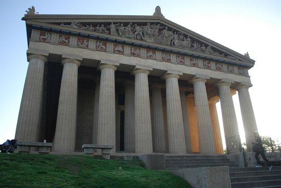 The Parthenon : la facciata
