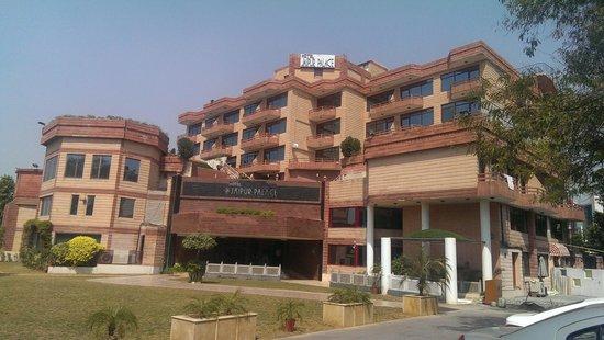 Jaipur Palace Hotel: Hotel Facade
