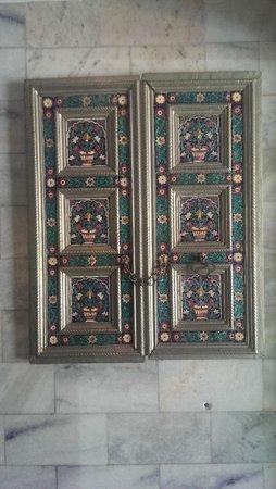 Jaipur Palace Hotel: Art Work at Lobby Level