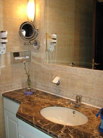 Hilton Cairo Zamalek Residences: il bagno