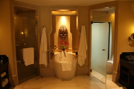 Anantara Layan Phuket Resort: bathroom