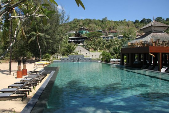 Anantara Layan Phuket Resort : pool and beach area