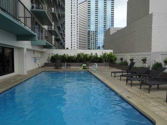 DoubleTree by Hilton Alana - Waikiki Beach: プール
