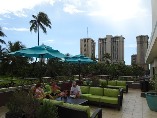 DoubleTree by Hilton Alana - Waikiki Beach: プールエリア