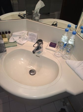 Corinthia Hotel St. Petersburg: Sink made of plastic (we checked)
