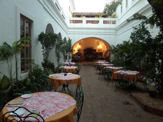 Neemrana's Hotel de l'Orient : Restaurant