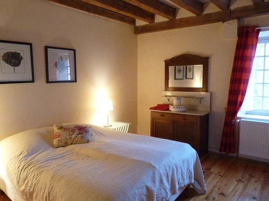 Le Moulin de Poilly-sur-Serein: Chambre