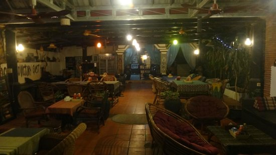 Victory Guest House: restaurant