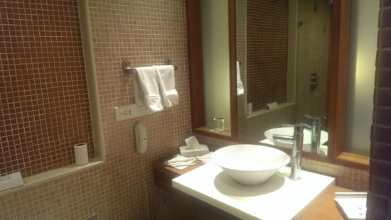 Country Inn & Suites By Carlson - Ahmedabad: Vanity Counter