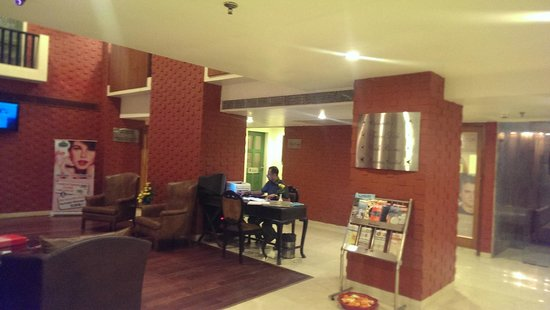 Country Inn & Suites By Carlson - Ahmedabad: Lobby Seating Area