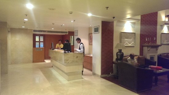 Country Inn & Suites By Carlson - Ahmedabad: Lobby Reception