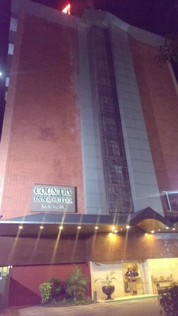 Country Inn & Suites By Carlson - Ahmedabad: Hotel Facade