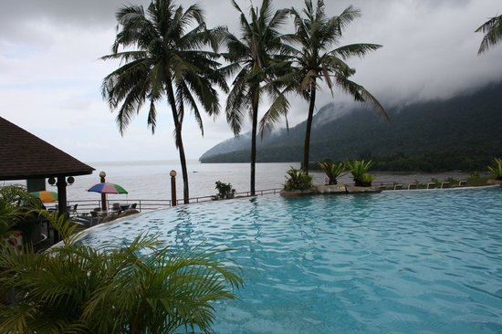 Damai Beach Resort : Hill top pool