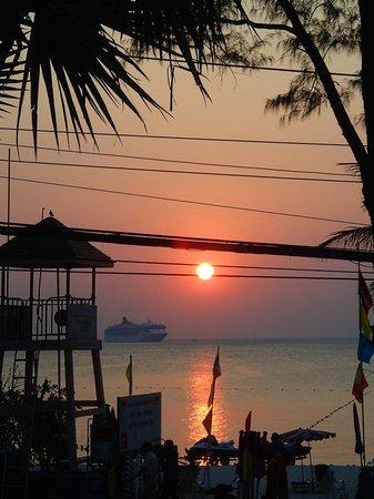 Phuket Graceland Resort & Spa: View from dinner