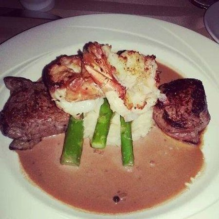 Sterling's Seafood Steakhouse: Filet and Tiger Prawns w/garlic mashed potatoes