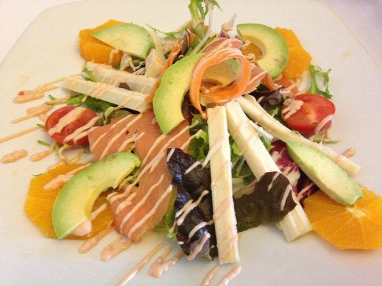 Restaurant Es Portal: Ensalada de aguacate, palmitos y salmón ahumado