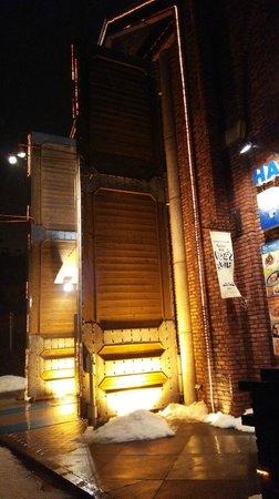 Hakodate Beer : 迫力の門扉