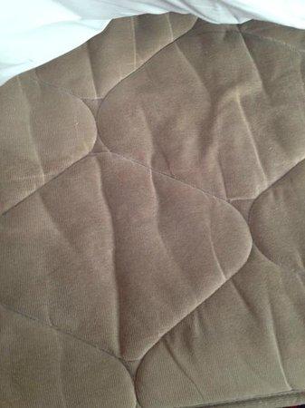 Days Inn Peterborough: Colour of mattress