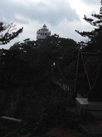 Kadowaki Bridge: 吊橋と灯台