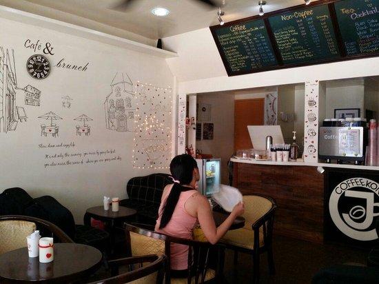 Coffee Kong: Cafe interior