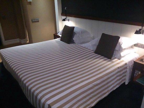 U232 Hotel : Cama para ..tres!