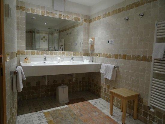 Landhotel Tharerwirt: Bagno camera tirolese