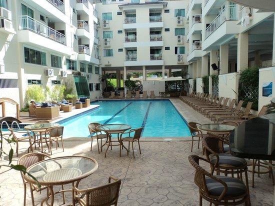 Bombinhas Summer Beach Hotel & Spa : Piscina grande e muito bonita.