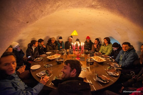 Village Igloo Blacksheep : Table collective pour une ambiance chaleureuse