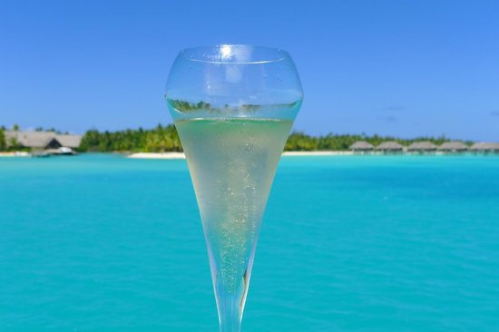 Four Seasons Resort Bora Bora: vista desde la terraza de nuestra villa, con el champagne de bienvenida!
