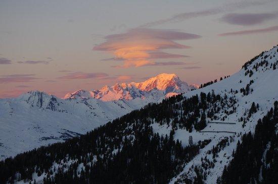 Village Igloo Blacksheep : Couché et levé de soleil face au Mont Blanc !