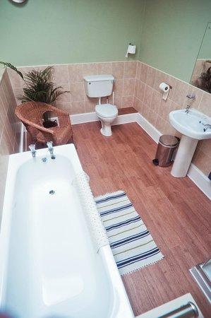 Adria House : En-suite bathroom