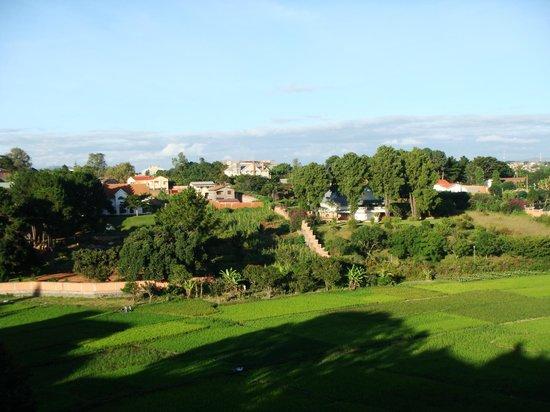 Les Hautes Terres Hotel: vue de la terrasse à gauche