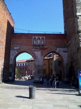 Basilica di Sant'Ambrogio: Pusterla
