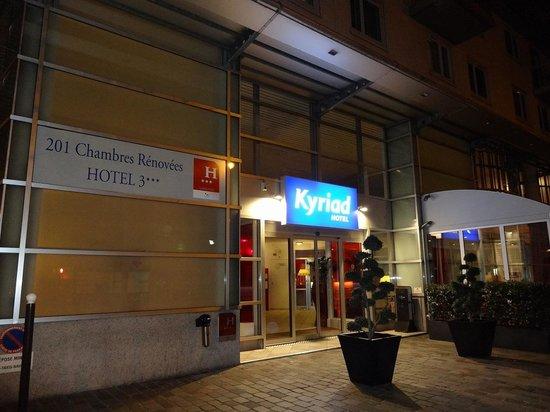 Kyriad Hotel Paris Bercy Village : 玄関