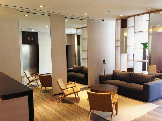 The Parc Hotel: Modern Lobby