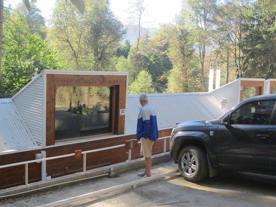 Kalasur Patagonia Apart Hotel : ESTACIONAMIENTO Y ACCESO