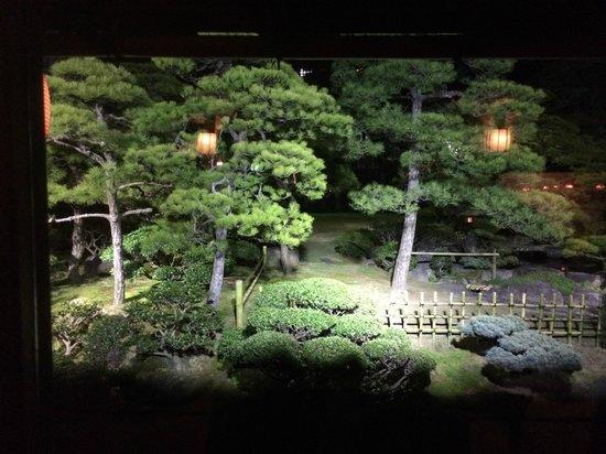 Kagetsu: 庭園