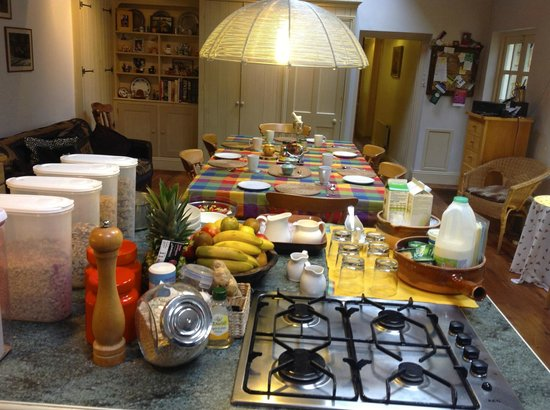 Beech Cottage B&B: Set for breakfast