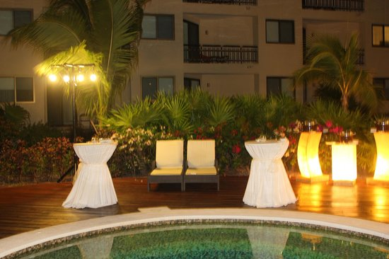 Dreams Riviera Cancun Resort & Spa: Reception for our wedding by the jacuzzi