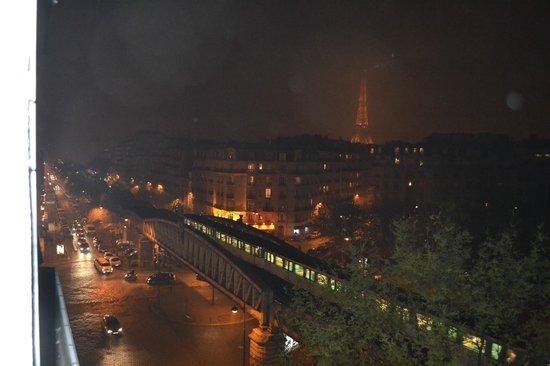 First Hotel: Foto della Torre Eiffel dalla stanza