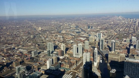 Skydeck Chicago - Willis Tower : view of Chicago from the deck