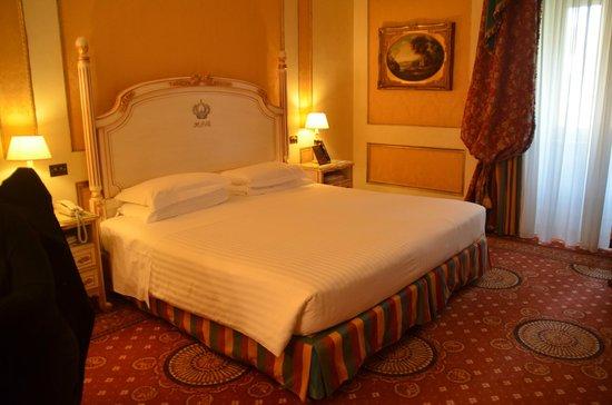 Hotel Splendide Royal: chambre et superbe lit