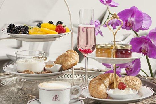 Schlosshotel Roemischer Kaiser: Etagérenfrühstück