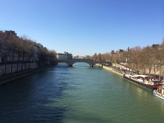 Sight Seeker's Delight Unique Walking Tours: The view of the Seine from one of Paris's many beautiful bridges