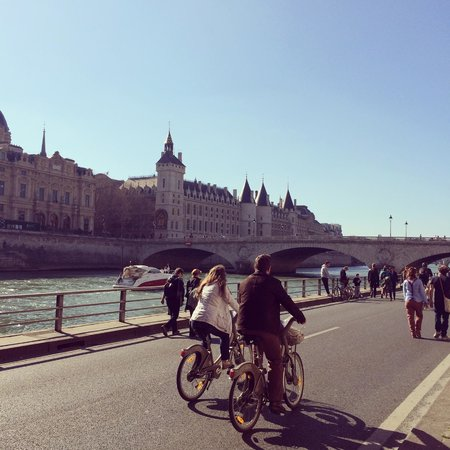 Sight Seeker's Delight Unique Walking Tours: La Seine