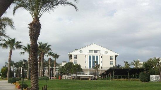 Alva Donna Beach Resort Comfort: Вид на отель с моря